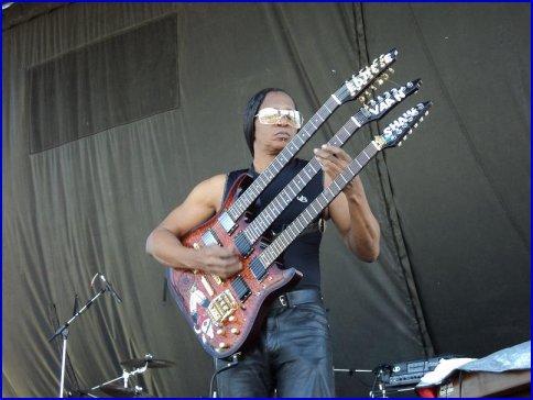 Van Shaw doing the work of three guitarists