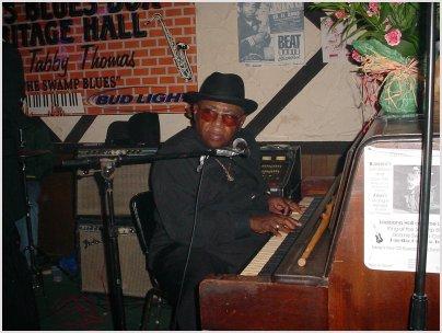Rockin' Tabby Thomas closing night at The Blues Box.JPG - 35155 Bytes
